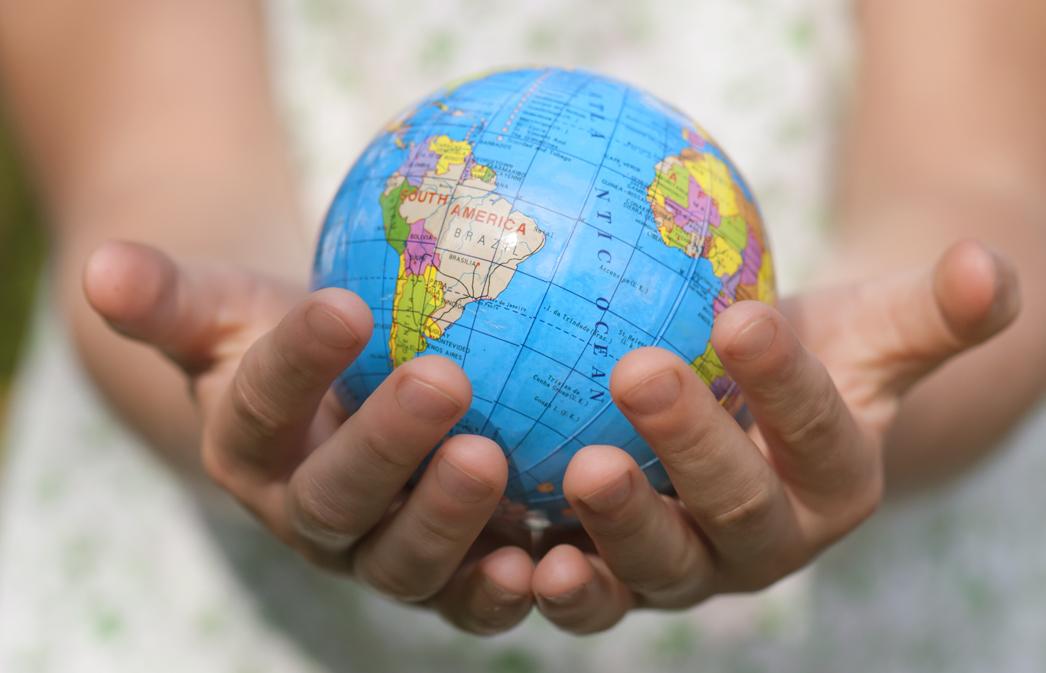 wereldbol handen.jpg